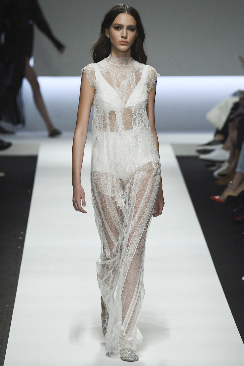 3.ermanno-scervino-spring-2016-ready-to-wear-rtw-white-lace-oracle-fox